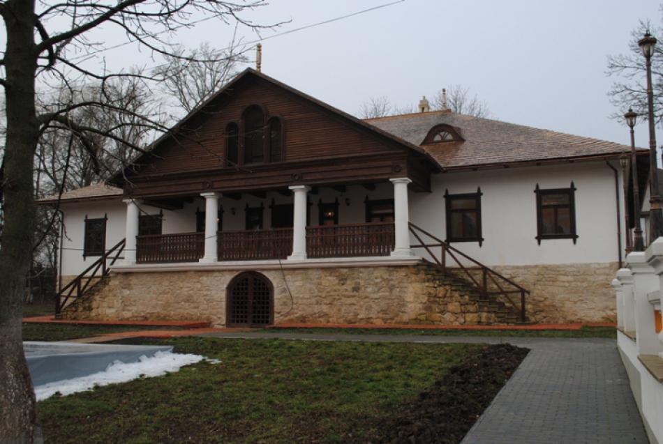 """Restaurarea şi reconstrucţia complexului muzeal turistic """"Conacul-parc Manuc-Bey"""" – finalizată"""