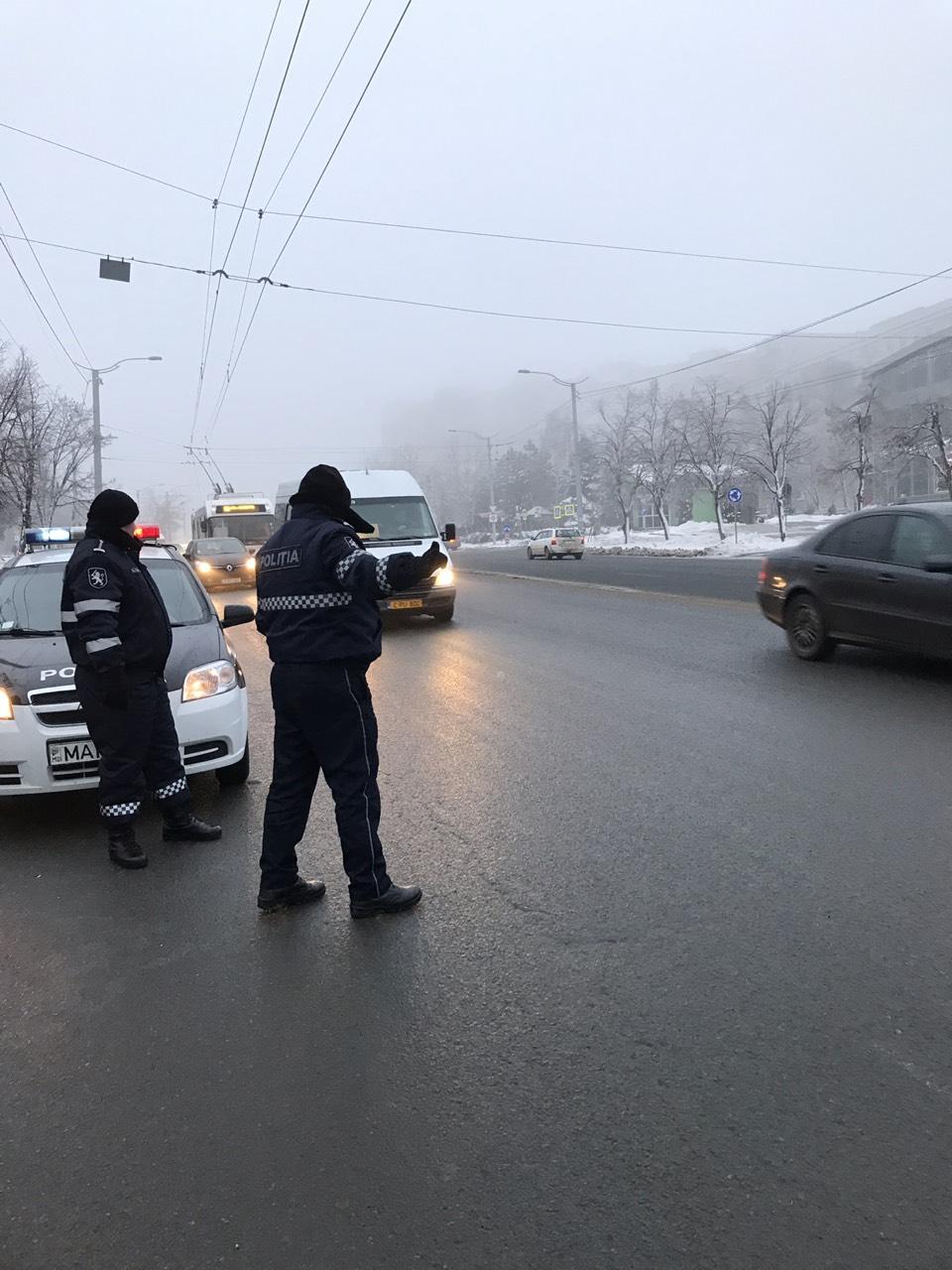 """Un ofițer al Poliției a refuzat să vorbească în limba rusă cu un șofer din UTA Găgăuzia: """"Nu sunt obligat"""""""