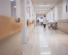 O asistentă medicală din RM, care a murit de COVID-19, ar putea primi cetățenie română. Detalii