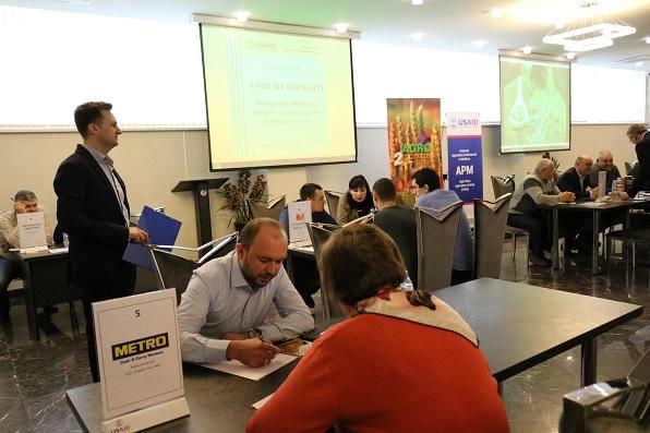 Circa 100 de producători de legume, fructe și pomușoare din diferite regiuni ale RM au participat la un Forum Comercial