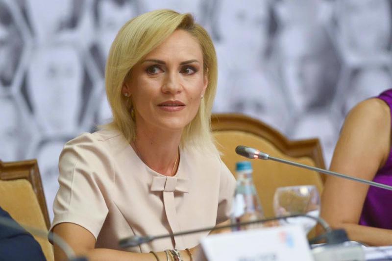"""Gabriela Firea a făcut un cadou Silviei Radu: """"Din partea nu doar a mea, dar și a tuturor bucureștenilor, un mic dar, simbolic, în anul Centenarului"""