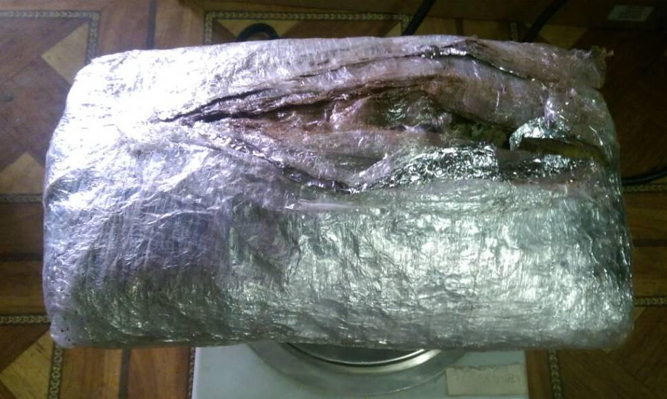 Peste 400 g de marijuana, deconspirate la vama Leușeni