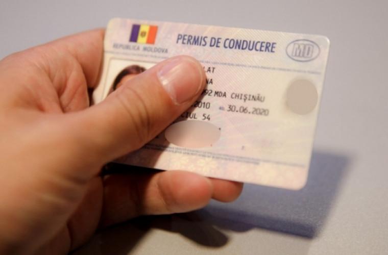 Pentru 400 de euro promiteau eliberarea unui permis de conducere