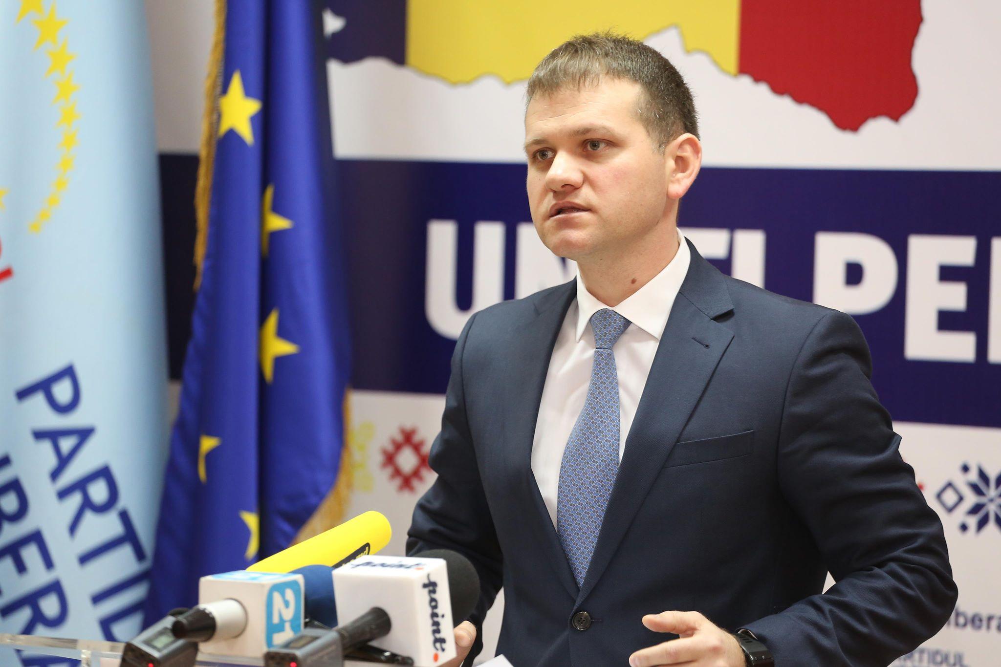 """Valeriu Munteanu a sesizat CEC și CCA în privința """"acțiunilor ilegale ale Silviei Radu și PD"""""""