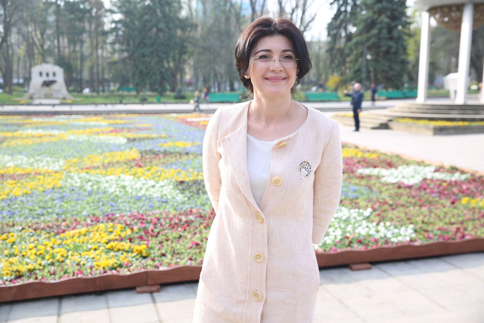 """Florile din """"Covor"""" vor fi plantate în parcurile din oraș! Silvia Radu: După mult timp, în presa internațională s-a vorbit pozitiv despre Chișinău"""