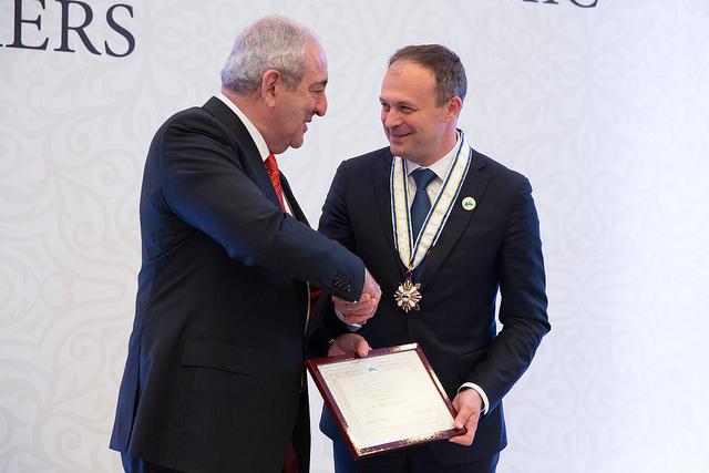 Andrian Candu a fost decorat cu Medalia de Onoare a Adunării Parlamentare a OCEMN
