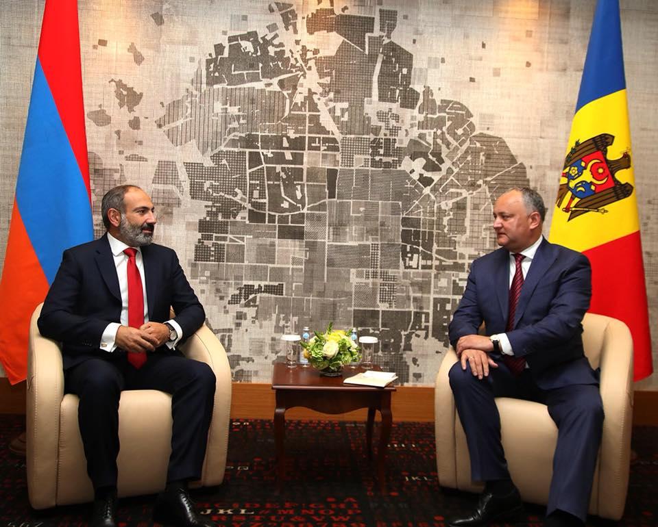 Igor Dodon l-a invitat pe noul Premier al Armeniei în RM
