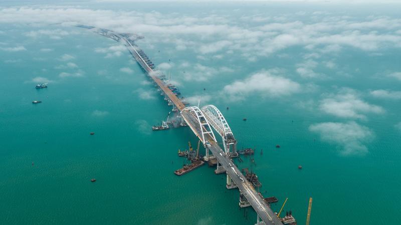 Controversatul Pod al Crimeei, inaugurat astăzi de Vladimir Putin