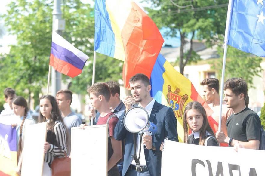 """Flashmob cu ocazia Zilei Naționale a Federației Ruse: """"Ei nu ne dau voie să ne croim singuri soarta, să ne întregim cu România Mare"""""""