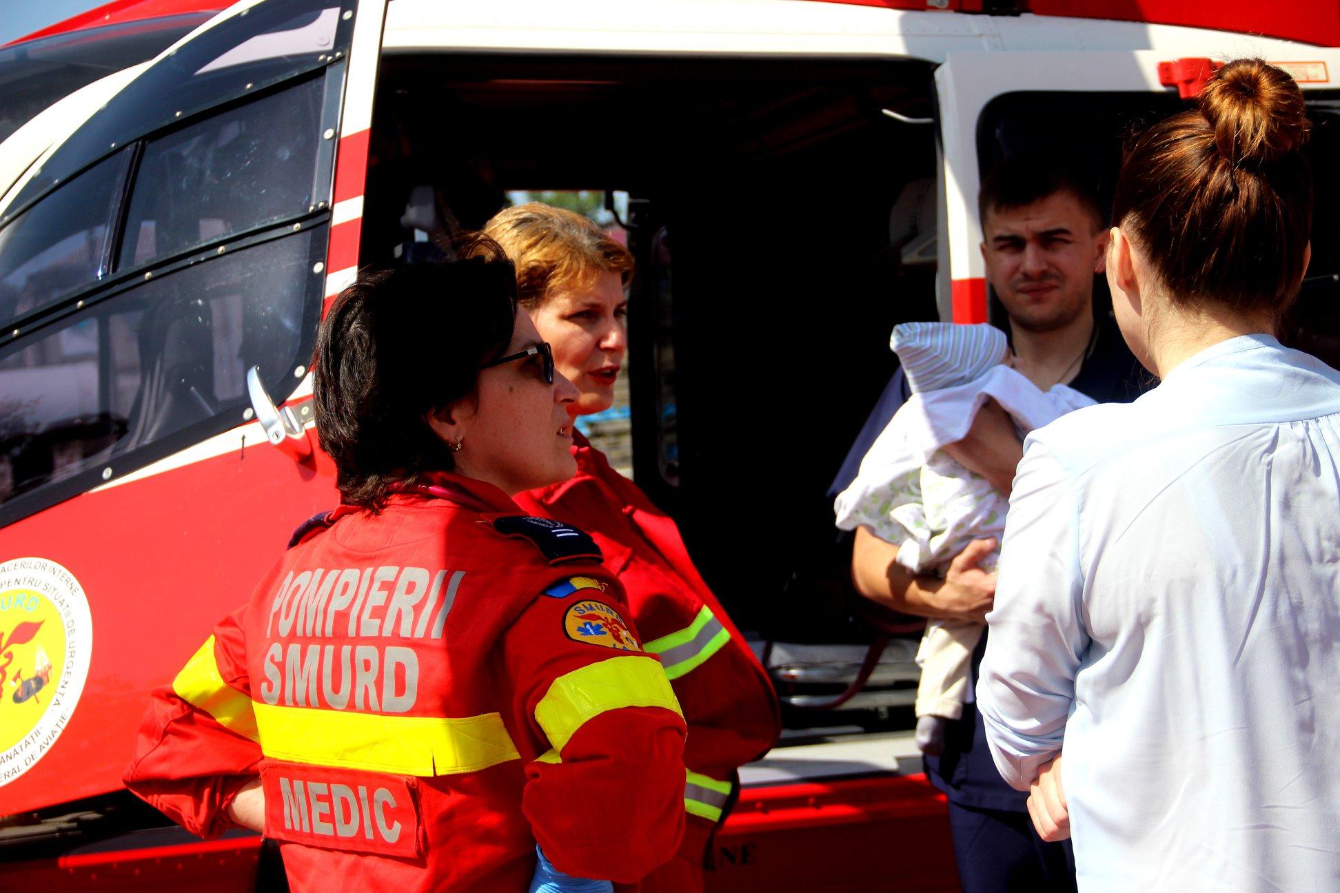 Un copil de 6 luni din R. Moldova, transportat printr-o intervenție aero-medicală SMURD la București