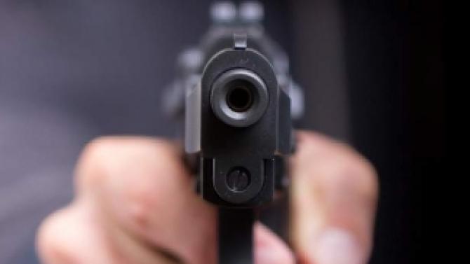 Un bărbat a împușcat două minore, una dintre ele a decedat