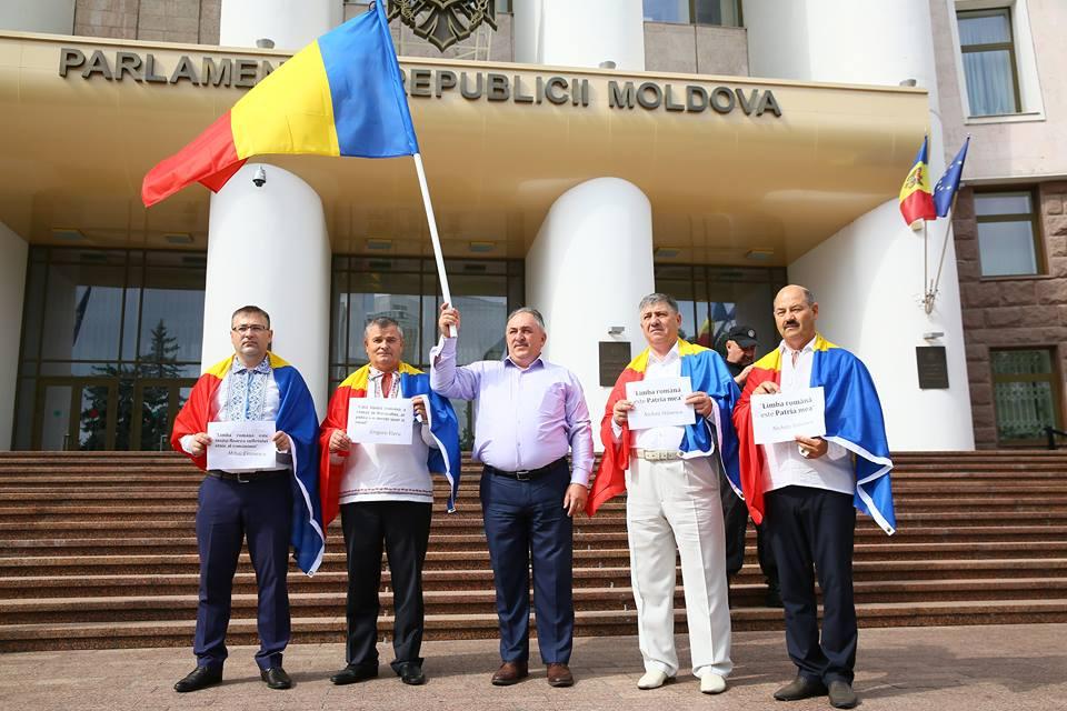 Flashmob la Parlament! Liberalii cer includerea limbii române în Constituție drept limbă de stat