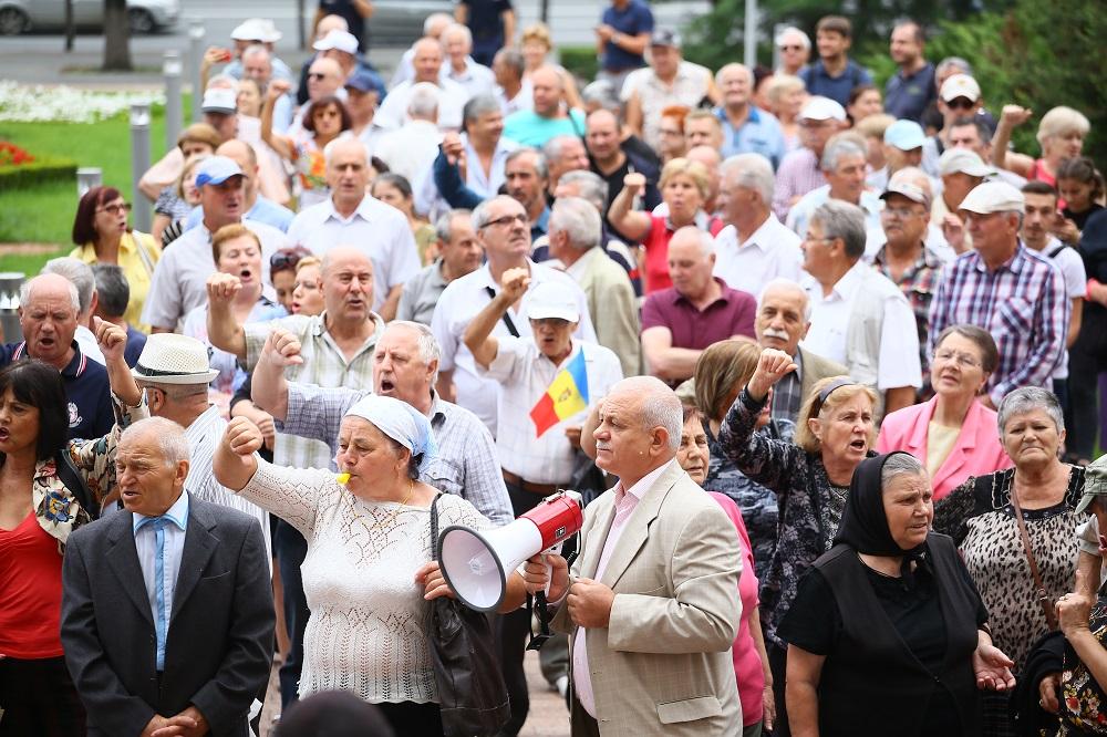 Protest în fața Parlamentului Republicii Moldova (VIDEO)