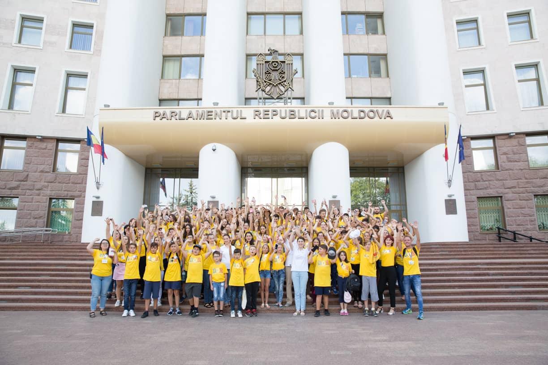 Parlamentul a fost vizitat de participanții programului DOR