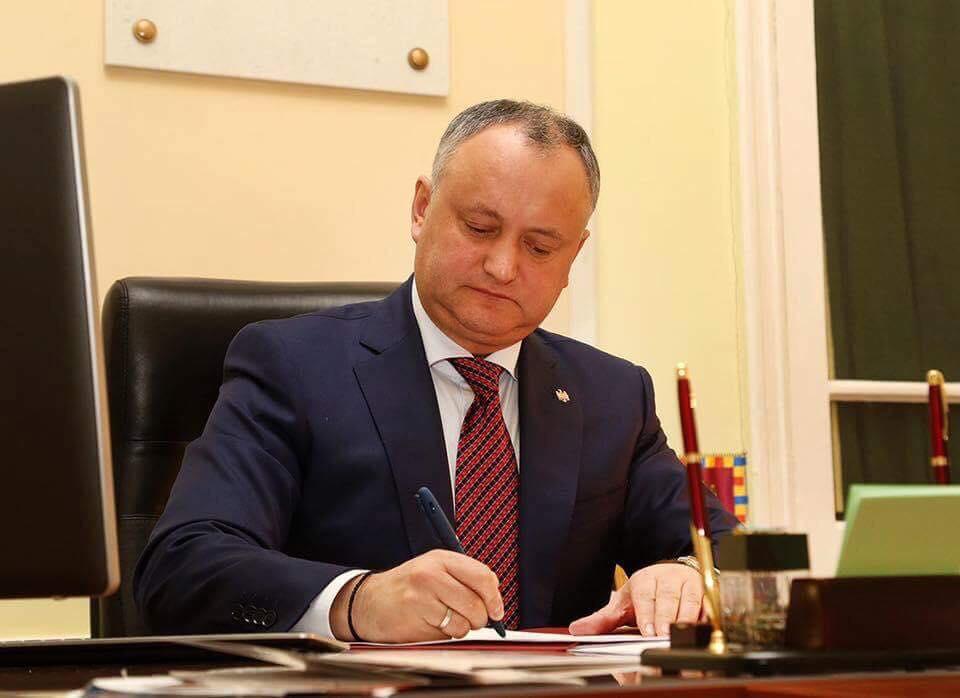 (DOC) Președintele RM a transmis Parlamentului spre reexaminare Legea privind transmiterea Stadionului Republican