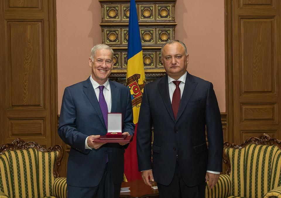 """(FOTO) Ambasadorul Michael Scanlan – decorat cu """"Ordinul de Onoare"""", la final de mandat"""