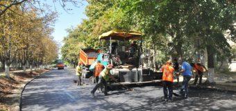 Cum au loc lucrările de reparație a străzii Academiei din Chișinău (FOTO)