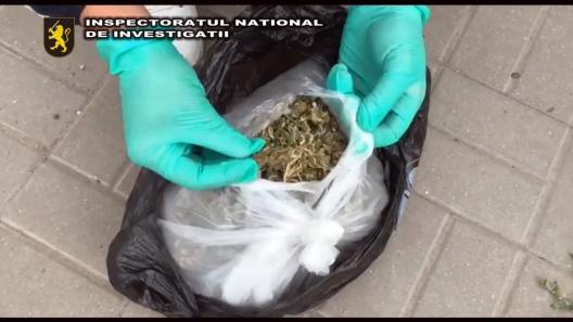 Traficanți de droguri, demascați de polițiști