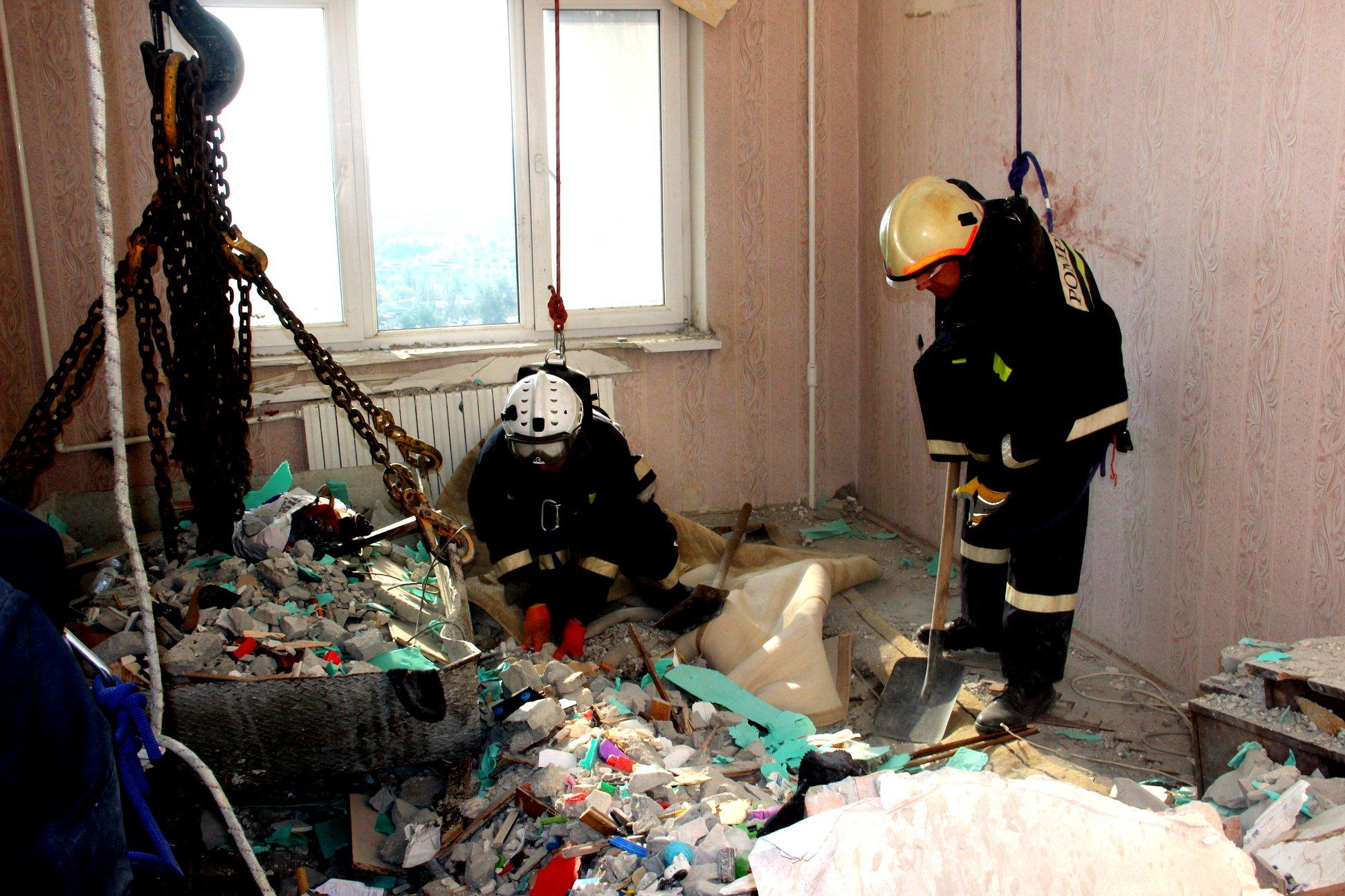 Peste 100 de reprezentanți ai IGSU, IGP, dar și ai Departamentului Trupelor de Carabinieri – continuă lucrările în sectorul Râșcani (FOTO)