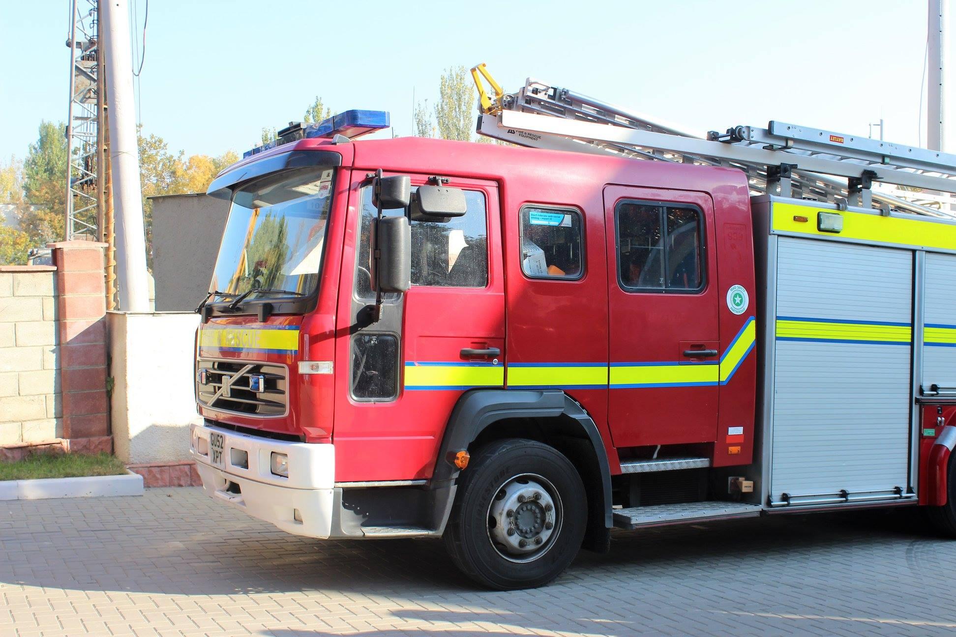 Autospeciale de stingere a incendiilor și costume de protecție pentru pompierii din R. Moldova