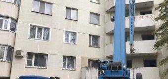 (FOTO) Iată la ce etapă se află lucrările de restabilire a blocului locativ din sectorul Râșcani