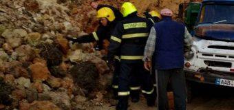 UPDATE: Angajații IGSU au recuperat corpul neînsuflețit al bărbatului asupra căuruia a căzut un morman de nisip