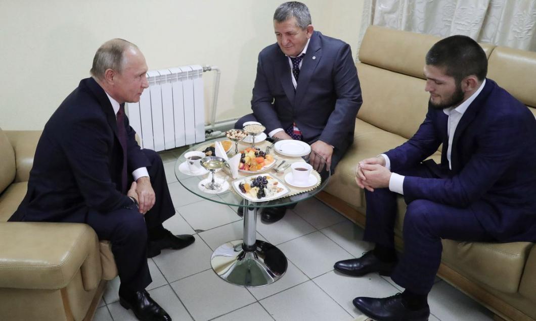 Vladimir Putin, la discuții cu luptătorul rus Khabib Nurmagomedov