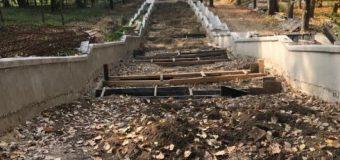 """Primăria Chișinău anunță despre reluarea lucrărilor de reconstrucție a unei scări din Parcul """"Valea Morilor"""""""