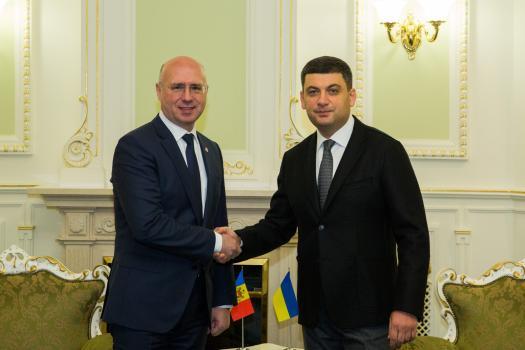 Pavel Filip, la discuții cu Volodymyr Groysman