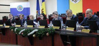 CEC face precizări în privința necesității suspendării din funcțiile deținute de concurenți electorali
