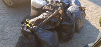 Mai multe loturi de haine și încălțăminte – reținute de Serviciul Vamal