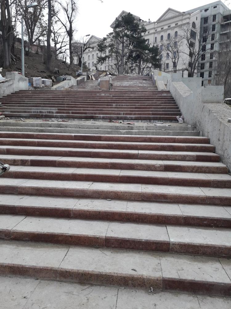 """La ce etapă sunt lucrările de construcție a Scării de Granit din Parcul """"Valea Morilor"""" (FOTO)"""