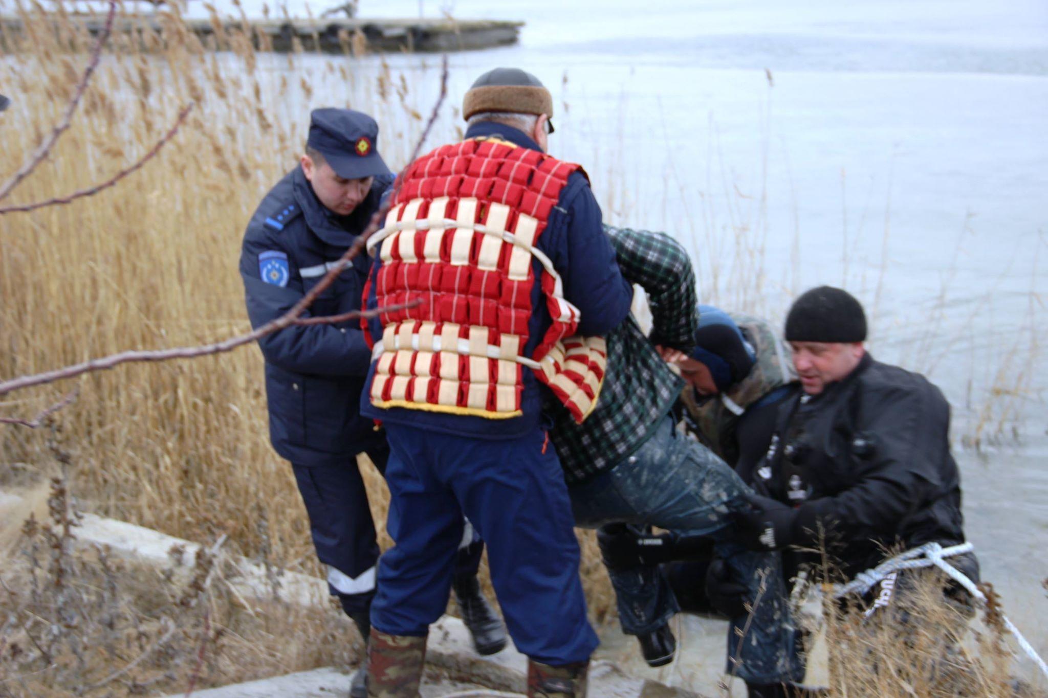 Două persoane salvate de la înec în lacul Ghidighici