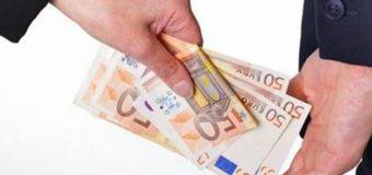 850 de euro pentru un permis de conducere. Un bărbat – reţinut de CNA