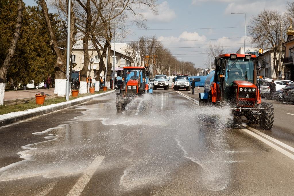 """Primăria Orhei: """"Curățenia de primăvară este în toi, străzile sunt spălate cu șampon"""""""