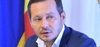 Și-a propus ca, în fiecare zi, să convingă o persoană indecisă să voteze la prezidențiale. Un ex-primar de Chișinău comunică!