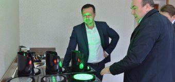 """Semafoare inteligente pe străzile Chișinăului. Codreanu: """"Noile semafoare """"văd"""" traficul prin intermediul senzorilor"""""""
