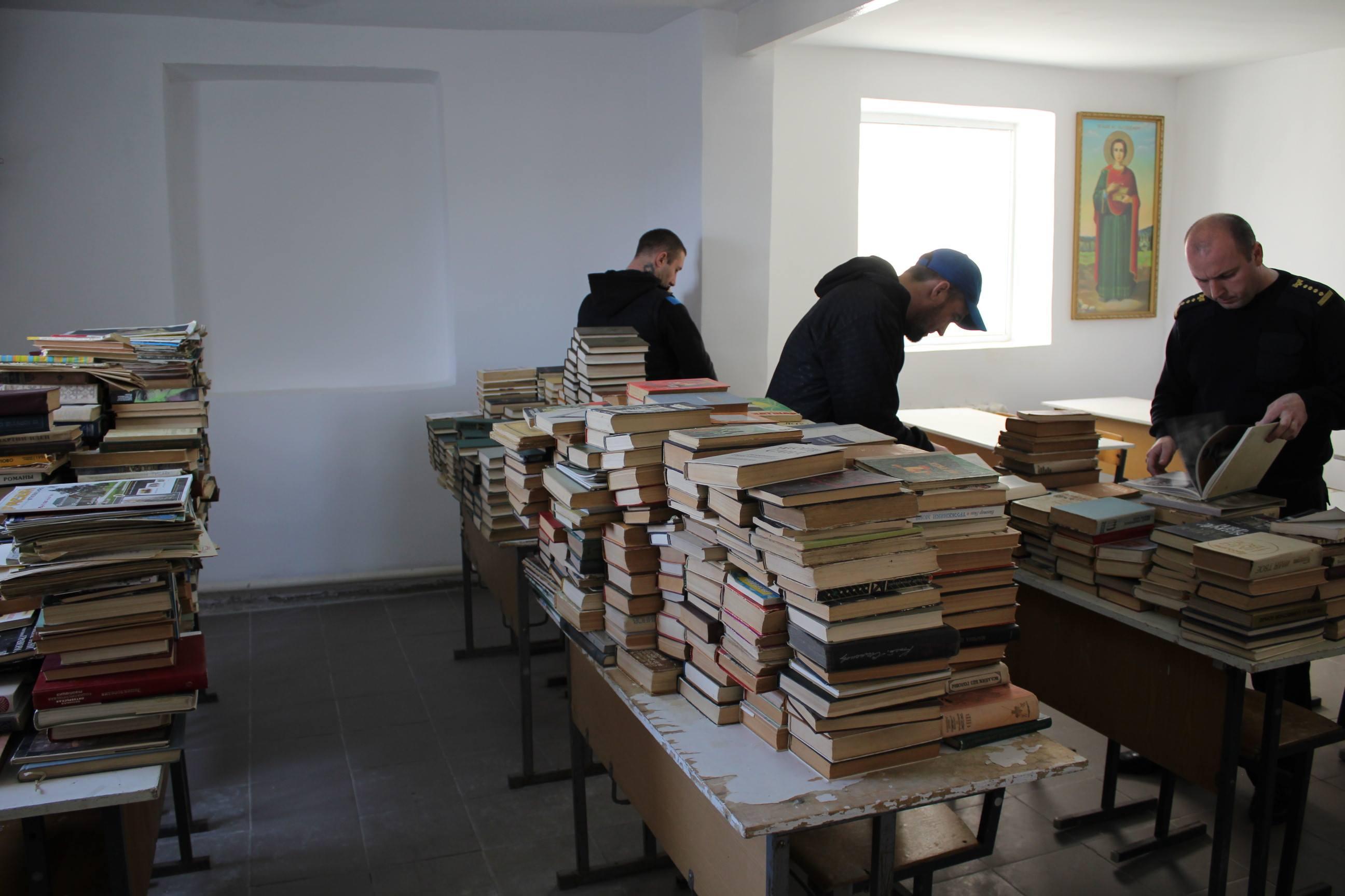 Un fost șef de instituție penitenciară a donat 2 000 de cărți pentru deținuții din raionul Orhei