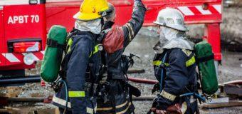 Pompierii au fost alertați la lichidarea unei arderi, într-un liceu din Chișinău