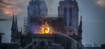"""Incendiu la Notre-Dame. Reacțiile liderilor internaționali. Merkel: """"Ne fac rău aceste imagini îngrozitoare"""""""