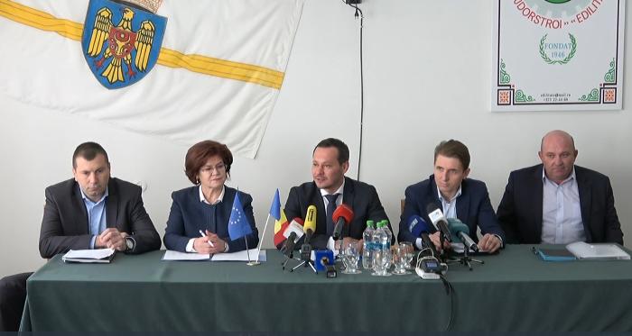 """Ședința săptămânală a serviciilor Primăriei Chișinău a avut o nouă locație. Codreanu: """"Să mai ieșim din birourile noastre"""""""