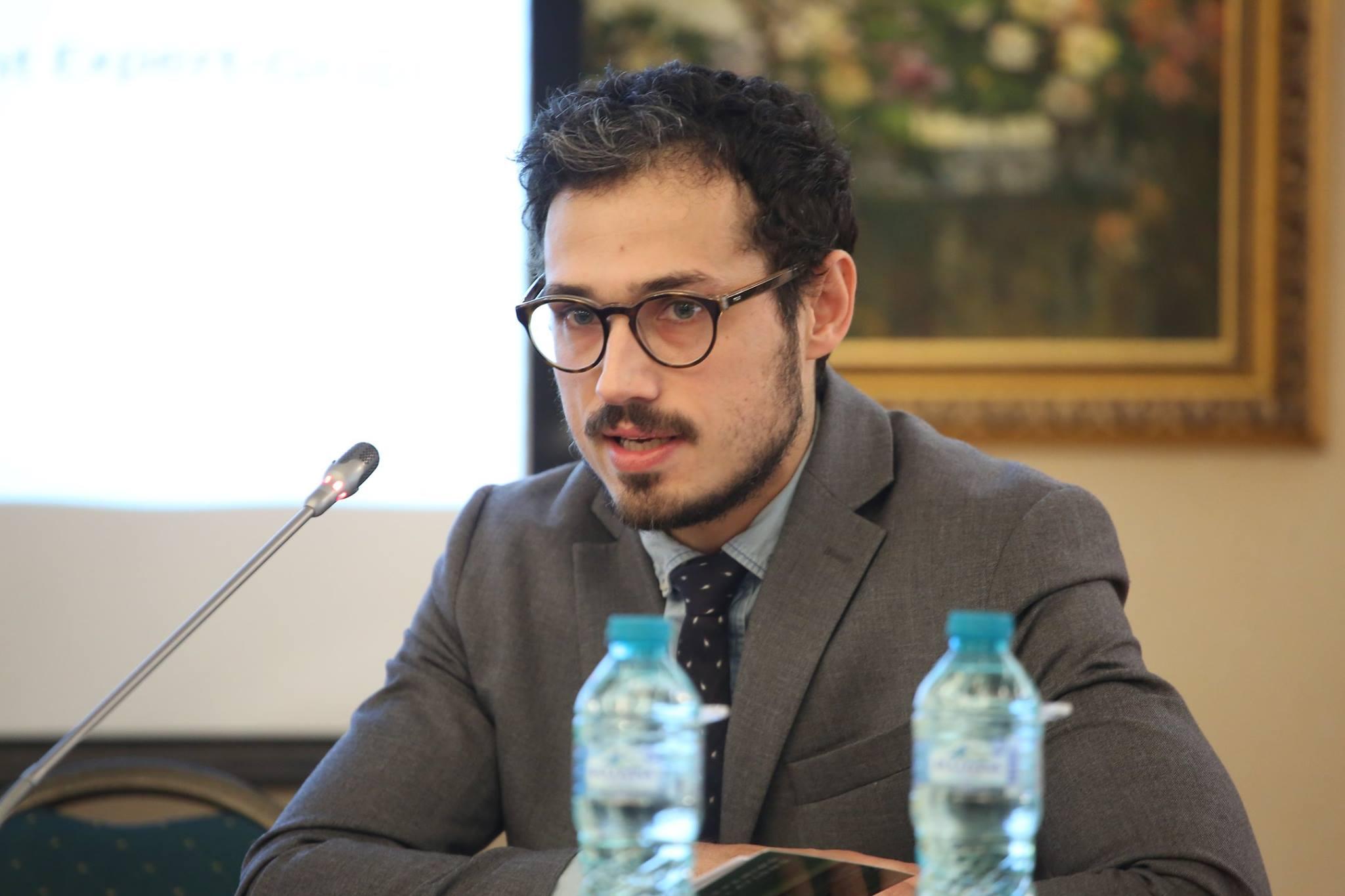 Politolog: În sfârșit, deși indirect, UE face comentarii vizavi de corupția politică din Parlament