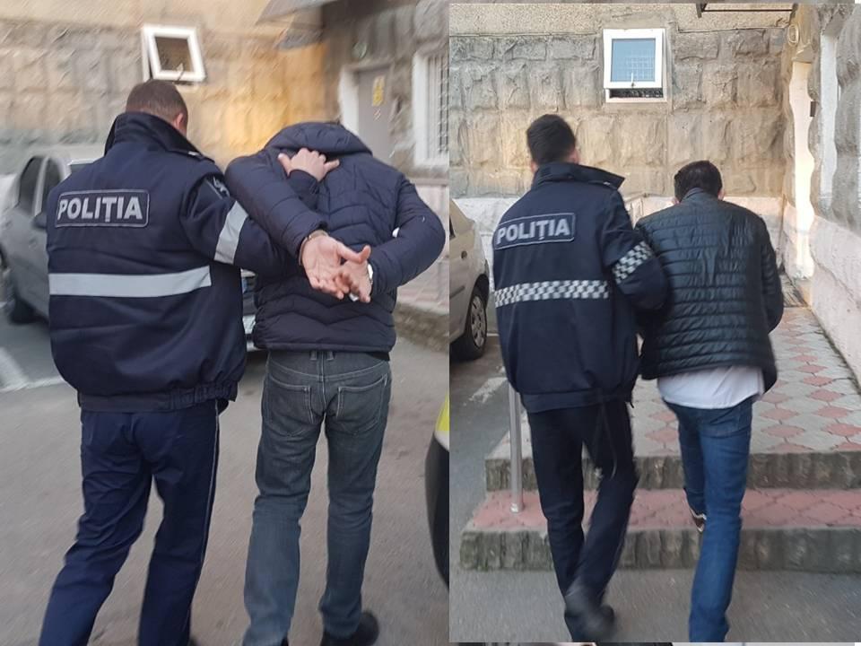 Doi bărbați au jefuit o femeie, la o stație a transportului public din Chișinău