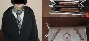 O femeie a sustras portmoneul unei tinere, în timp ce se deplasa cu microbuzul 171