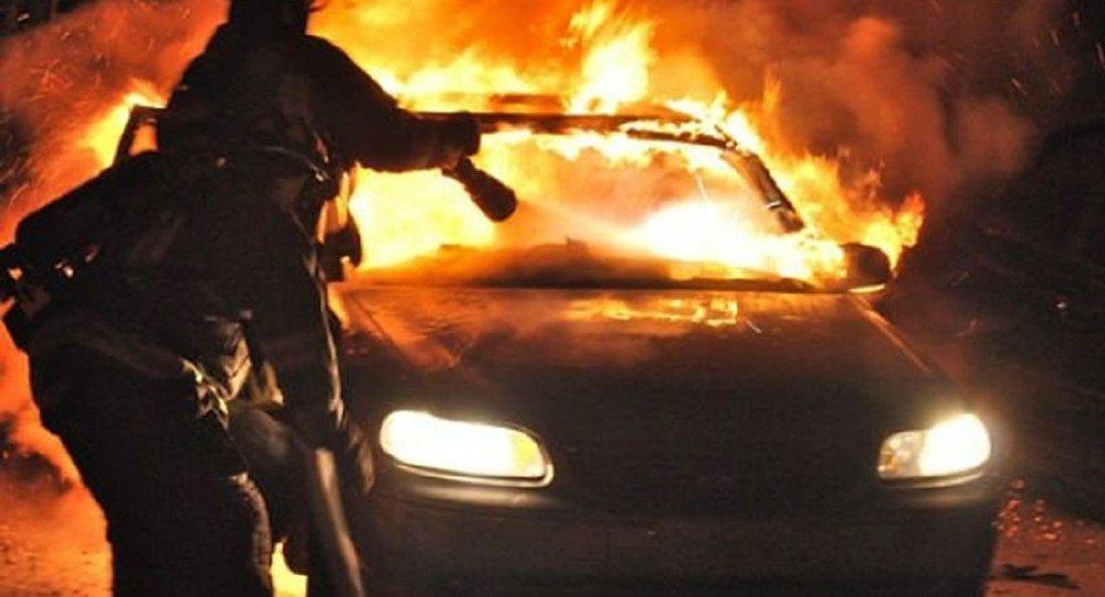 Pompierii au stins o mașină cuprinsă de flăcări, la Chișinău