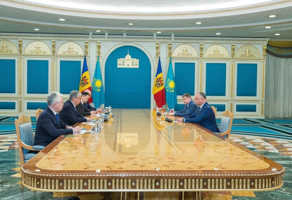 Președintele Dodon și omologul său kazah au vorbit despre deschiderea ambasadelor la Chișinău și Nur-Sultan