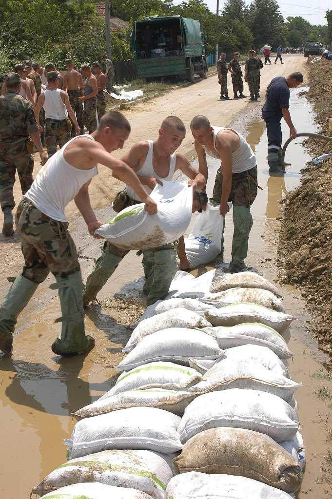 Armata Națională intervine la prevenirea inundațiilor în Ștefan Vodă