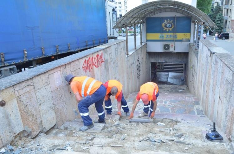 Au început lucrările de renovare a unui pasaj pietonal subteran din sectorul Centru