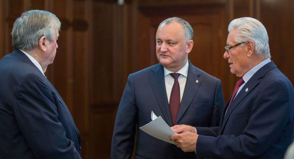 (DOC) Ex-Președinții Snegur și Lucinschi, referitor la situația politică din RM