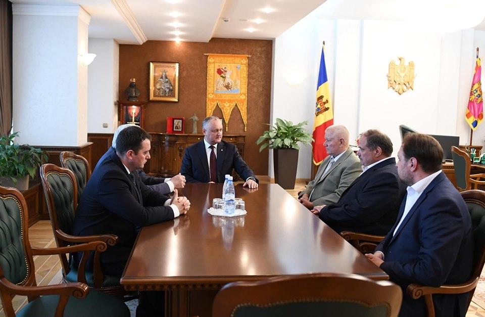 Președintele Dodon, la discuții cu doi ex-președinți ai CC. Ce au constatat